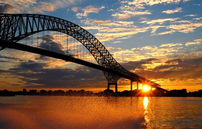 Pont Laviolette coucher de soleil